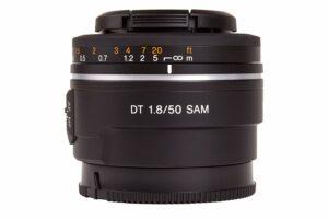 Voici un objectif focale fixe SONY standard de 50 mm au prix de 149€ dans le commerce